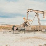 原油を採掘する様子